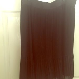 Black thin pleated skirt